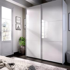 blanco armario con puerta corredera